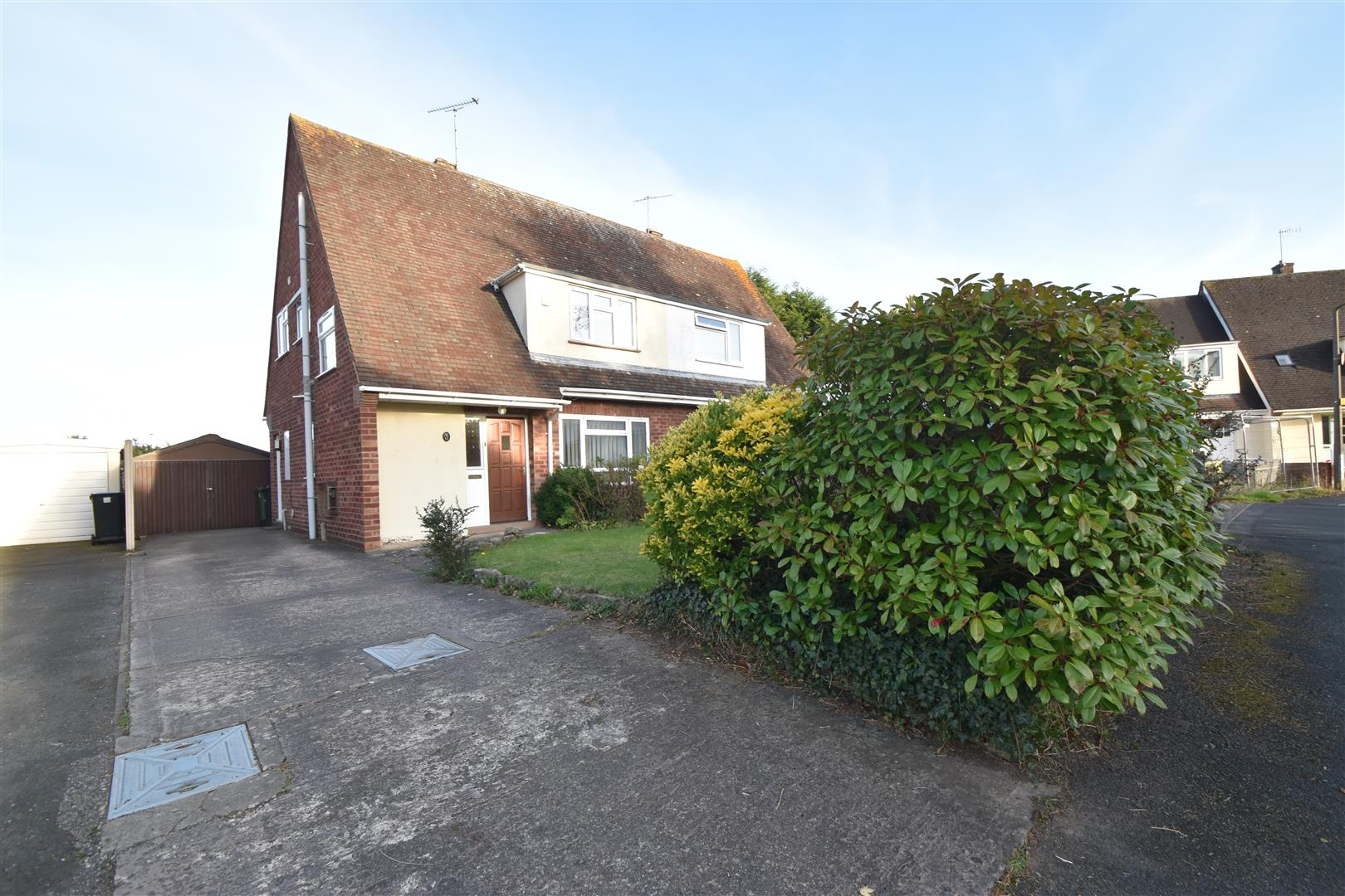 3 Bedrooms Semi Detached House for sale in King Arthurs Close, Worcester